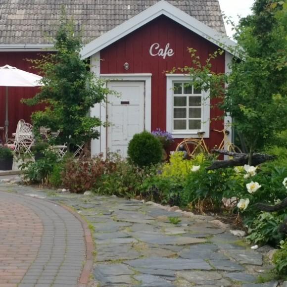 Cafe Atsalean puutarha