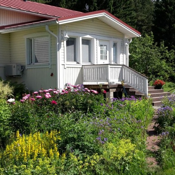 Alanteen Mummolan piha ja puutarha