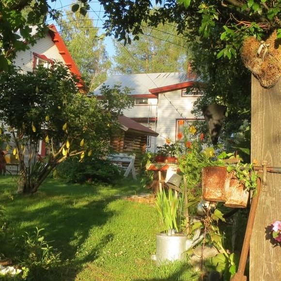 Romuromanttinen Kierrätyspuutarha Villa Kotila