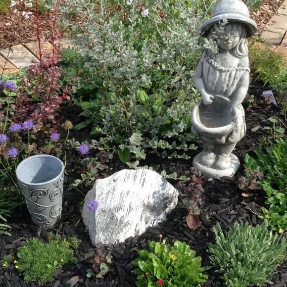 Leirinpelto, Helyn puutarha