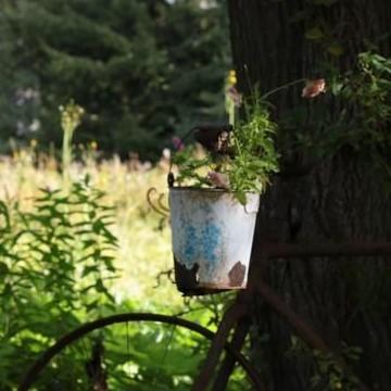 Romuromanttinen Kierrätyspuutarha