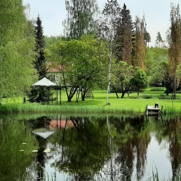 Riittas och Juhas trädgård