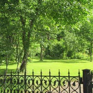 Säterin Antiikkis trädgård